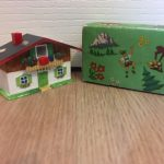 Plastic chalet for viewing a photo, plus box