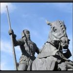A statue of a man on horseback, representing General Harry Hotspur (Henry Percy)